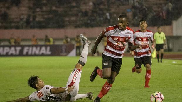 Madura United akan menjamu Persib,