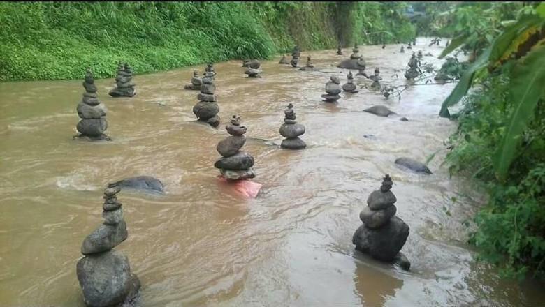 Dikaitkan Mistis, Batu Bersusun Rapi di Sungai Cidahu Dihancurkan