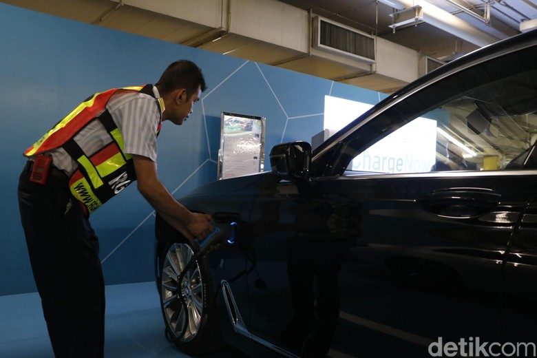Fasilitas Pengisian Baterai Mobil Listrik di Thailand. Foto: Rangga Rahadiansyah