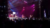 Tata lampu panggung yang apik membuat konser Welcome Back Padi Reborn lebih semarak.