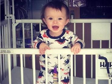 Si cilik Jensen Garner yang sudah dua kali menjalani operasi. Biar begitu, bocah satu tahun ini tetap semangat ya. Sehat selalu Jensen! (Foto: Facebook Courtney Nicole via Today)
