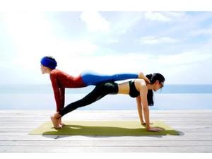 Syahrini Pamer Pose Yoga dengan Teman Sosialitanya Saat Liburan di Bali