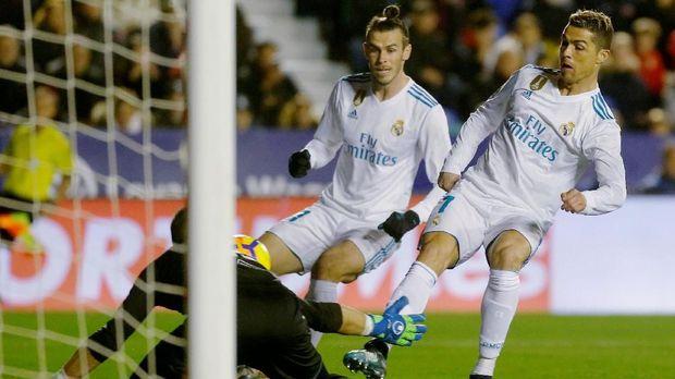 Bale memberitahu Cristiano Ronaldo tentang klub barunya jika pindah dari Madrid.