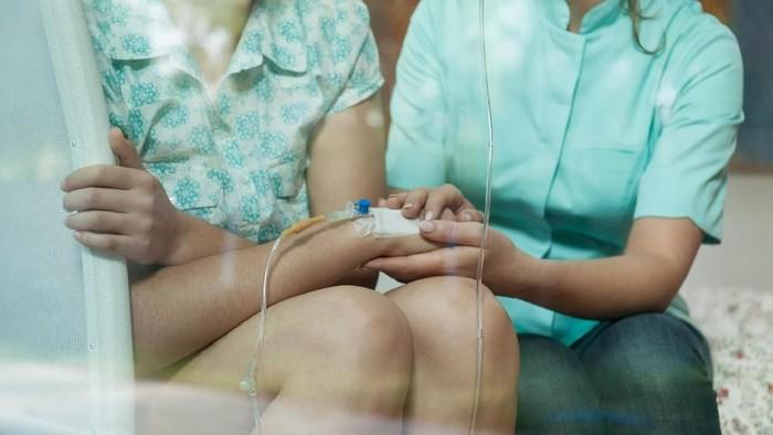 Secara umum, pengobatan kanker bersifat kombinasi. (Foto: thinkstock)
