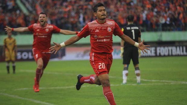 Bambang Pamungkas ikut membawa Persija juara Liga Indonesia pada 2001 silam.