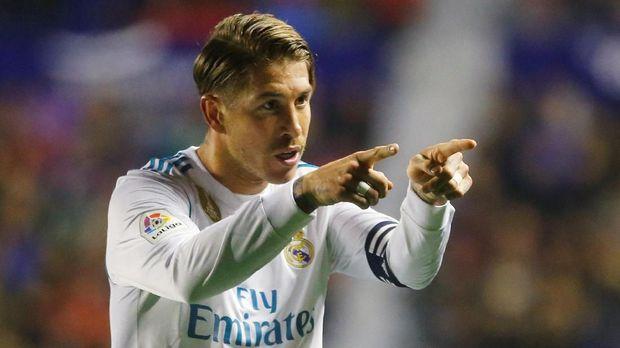 Cristiano Ronaldo mengatakan kepada Sergio Ramos agar Madrid melawan Barca.
