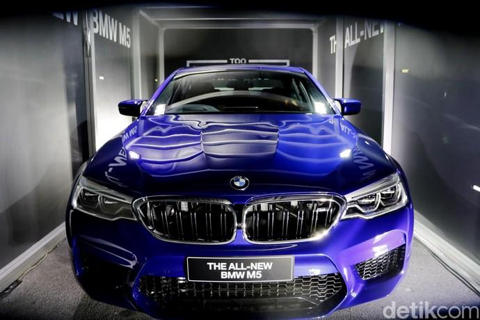 Intip BMW M5 Terbaru di Dalam Container di Thailand