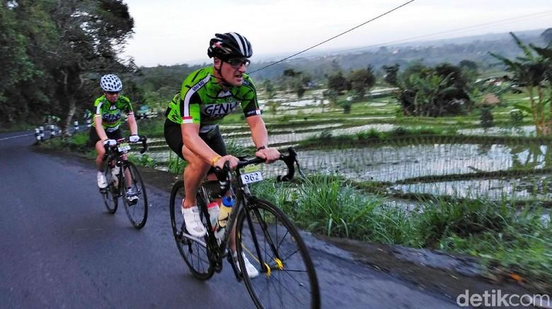 Panitia GFNY Bali Lega Lalu Lintas Sepanjang Lomba Terkendali