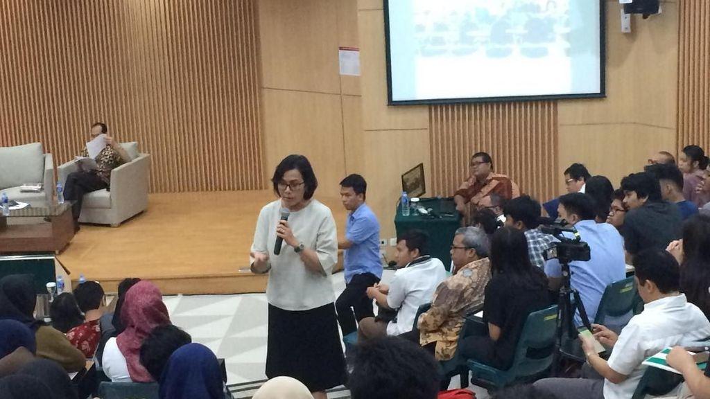 Sri Mulyani Beri Kuliah Ekonomi di Depan Ratusan Mahasiswa UI