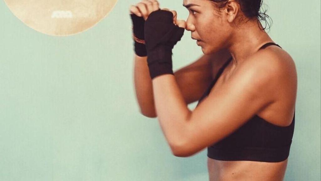 Foto: Si Hitam Manis Adinia Wirasti Berkeringat Usai Olahraga