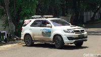 Tempel Stiker Wonderful Indonesia di Mobil Bikin Bule Penasaran