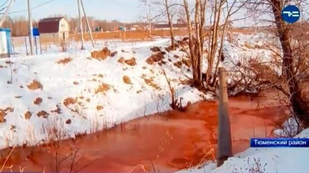 Foto: Sungai Berwarna Merah Darah di Rusia