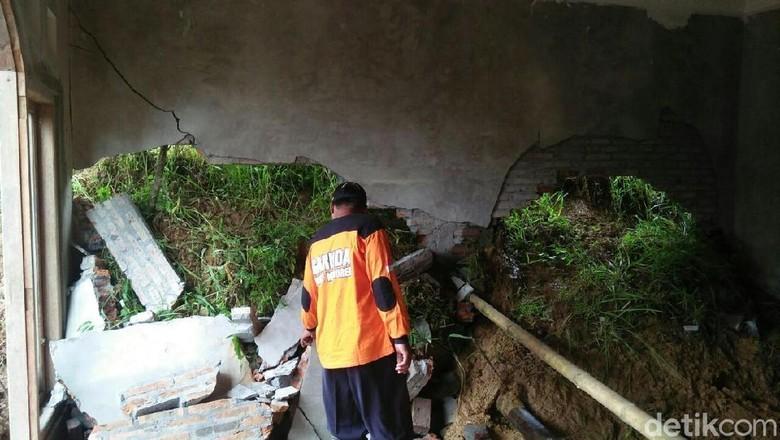 Hujan Deras Sejak Kemarin Picu Longsor di Kabupaten Magelang
