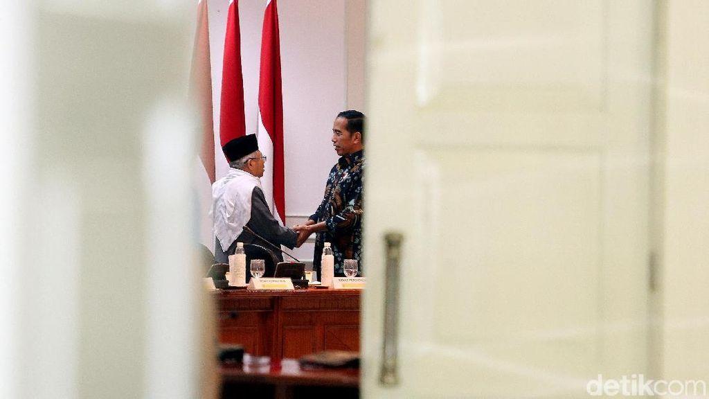 Jokowi Bentuk Komite Keuangan Syariah