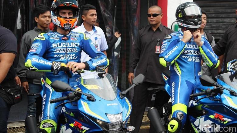 Alex Rins dan rekannya Andrea Iannone di Sirkuit Sentul (Foto: Khairul Imam Ghozali)