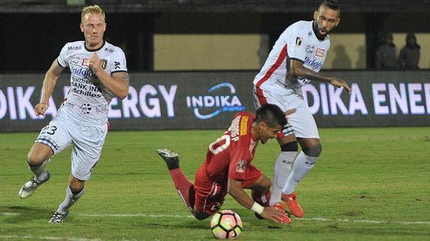 Demerson cetak gol keunggulan Bali United 1-0 atas Sriwijaya FC.