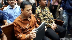 Foto: Novanto yang Kini Merasa Jadi Rakyat Paling Bawah
