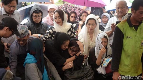 Suasana Haru di Pemakaman Yockie Suryo Prayogo