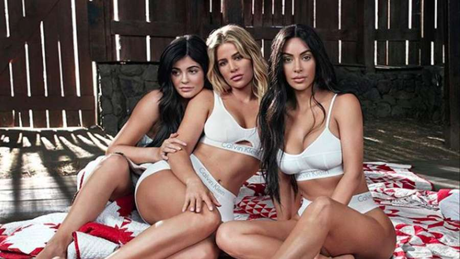 5 Foto Cara Kylie Jenner Tutupi Kehamilan Selama 9 Bulan