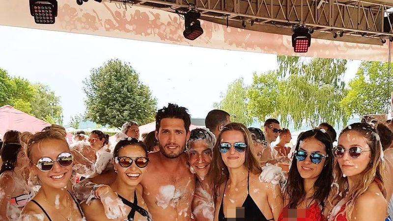 Seorang traveler asal Belgia bernama Anthony Botta. Berusia 25 tahun, pria tampan ini bisa keliling Eropa gratis. (zebotta/Instagram)