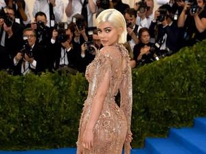 10 Hari Pasca Melahirkan, Kylie Jenner Sudah Ramping Lagi