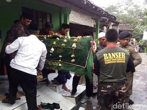 Jenazah Ketua Panwaskab Banyumas Dimakamkan di Ungaran