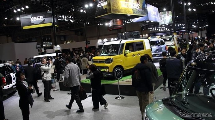 Yang Bening di Tokyo Auto Salon