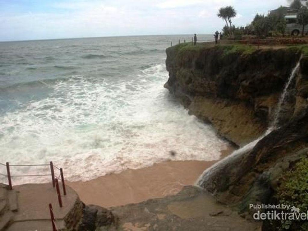 Sebelum Long Weekend, Lihat Foto-foto Pantai Ini Dulu
