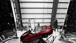 Roket Falcon Heavy Boyong Robot dan Mobil ke Luar Angkasa
