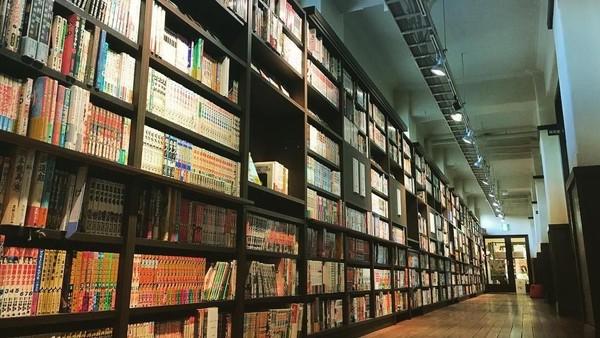 Koleksinya tidak hanya meliputi komik zaman modern, namun juga ada koleksi komik dan majalah sejak era Edo, majalah Meiji, Taisho, dan juga karya pada periode Showa (keikicake/Instagram)