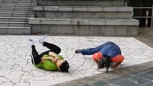 Foto: Hebatnya Dua Nenek Singapura yang Masih Kuat Olahraga Parkour
