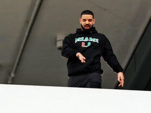 Demi Syuting Klip, Drake Traktir Belanja di Swalayan hingga Rp 680 Juta