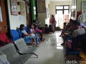 Korban Banjir Kampung Melayu Mulai Terserang Batuk hingga Hipotermia