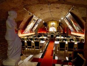 Foto: Klub Rahasia Kaum Adam Kaya Raya di Eropa