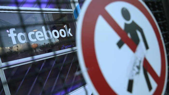 BERLIN, GERMANY - FEBRUARY 24:  A no entry symbol hangs on an opened gate next to the Facebook logo at the Facebook Innovation Hub on February 24, 2016 in Berlin, Germany. The Facebook Innovation Hub is a temporary exhibition space where the company is showcasing some of its newest technologies and projects.  (Photo by Sean Gallup/Getty Images)