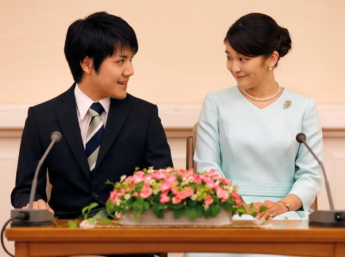 FILE PHOTO: Princess Mako, the elder daughter of Prince Akishino and Princess Kiko, and her fiancee Kei Komuro, a university friend of Princess Mako, smile during a press conference to announce their engagement at Akasaka East Residence in Tokyo, Japan, September 3, 2017. REUTERS/Shizuo Kambayashi/Pool/File Photo