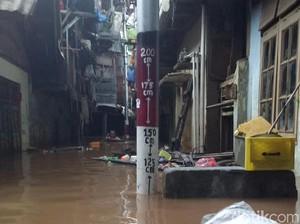 Banjir di Kampung Melayu Mulai Surut, Ketinggian Air Kini 120 Cm