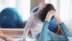 Keren! Bocah Ini Hasilkan Ratusan Juta Rupiah dari Mengajar Yoga