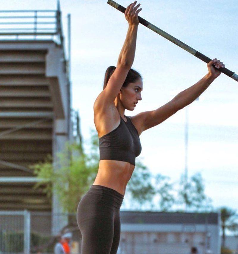 Nama Allison Stokke mungkin masih belum familiar di telinga traveler. Padahal atlet lompat galah cantik dari California, AS ini sangat populer di Instagram. Followersnya sudah 439 ribu orang. (Instagram/Allison Stokke)