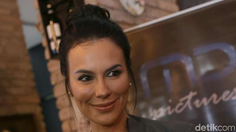 Sophia Latjuba-Ariel Putus, Kartika Putri Berhijab hingga Pernikahan Angel-Vicky