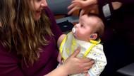 Lihat Ekspresi Bayi yang Bisa Dengar Suara Ibunya Pertama Kali Ini, Bun