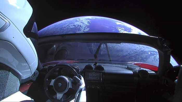 Starman dan Tesla Roadster di angkasa. Foto: YouTube