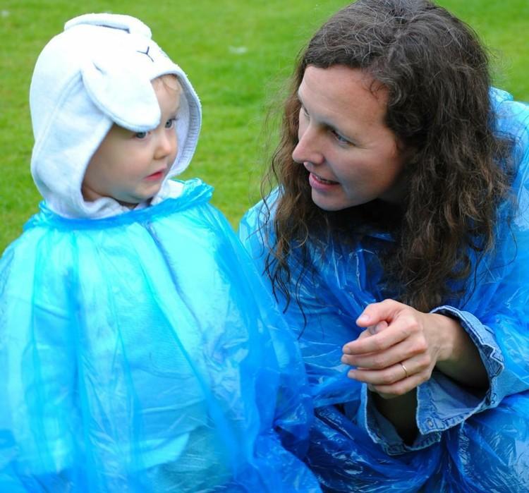 Mantel biru dipadu topi binatang dan ekspresi bocah yang satu ini bisa bikin kita gemas maksimal. (Foto: Instagram/ @kiashadaya)