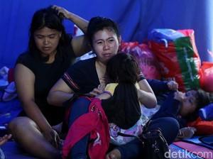 Pengungsi Banjir Keluhkan Tidak Ada Tim Medis dan Toilet Umum
