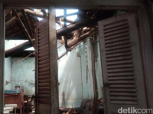Kasihan, Rumah Nenek 94 Tahun di Cirebon Ini Ambruk