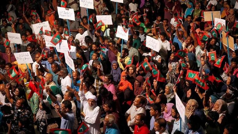 Beberapa demonstrasi di Male (Reuters)