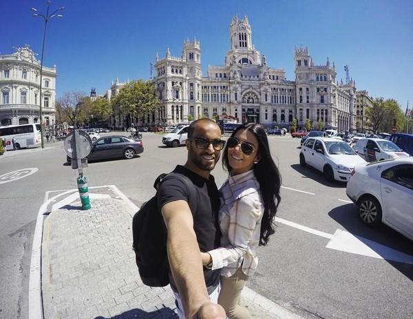 Mereka sering traveling bareng. Larissa setia menemani suaminya bertanding. Ini saat mereka berada di Madrid. (Instagram/Larissa Saad)