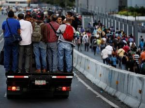 Mati Listrik di Caracas, Warga Terpaksa Jalan Kaki dan Naik Truk