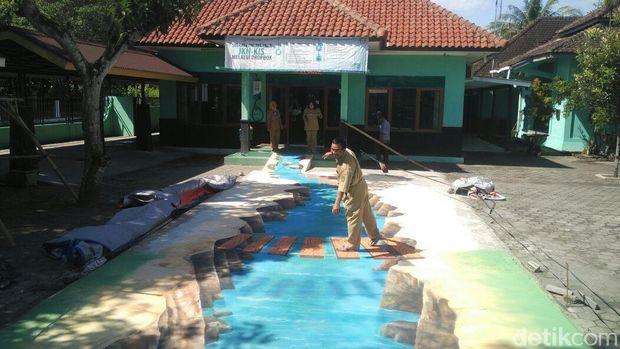 Lukisan 3D di halaman kantor Kecamatan Sedayu, Bantul.