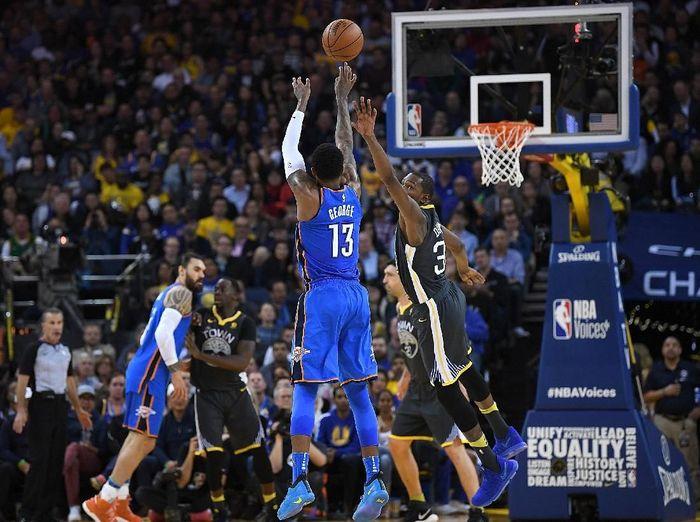 Oklahoma City Thunder menang telak di kandang Golden State Warriors. (Foto: Thearon W. Henderson/Getty Images)